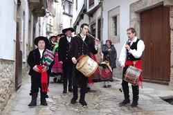 Cientos de vecinos participan en la tradicional procesión de la Virgen de la Candelaria en Candelario