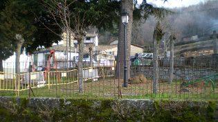 """Columpios nuevos para el parque situado en  """"La Cruz de los Caídos"""""""