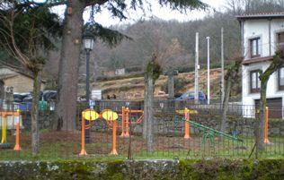 Ya están operativos los columpios del parque de la Cruz de los Caídos