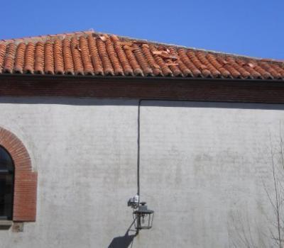 La caída de una teja mata a un niño en Candelario