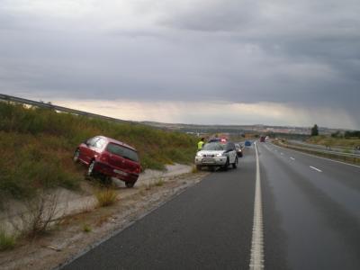 Las fuertes lluvias provocan un accidente de tráfico en la A-66 a la altura de Ledrada