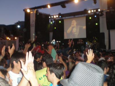 Miles de personas bailan al ritmo de la Diamante Show Band