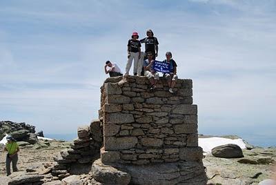 Herrera presenta el libro 'Montañas de Castilla y León', donde se reconoce el Torreón de la Sierra de Candelario