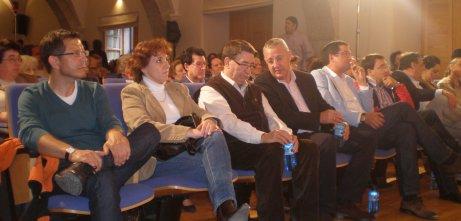 Pablo Hernández, candidato del PSOE en Candelario, es arropado por la cúpula autonómica del partido