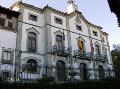 El Equipo de Gobierno de Candelario se encuentra incomodo ante el cumplimiento de los derechos constitucionales, y la alcaldesa intenta expulsar a un ciudadano del pleno